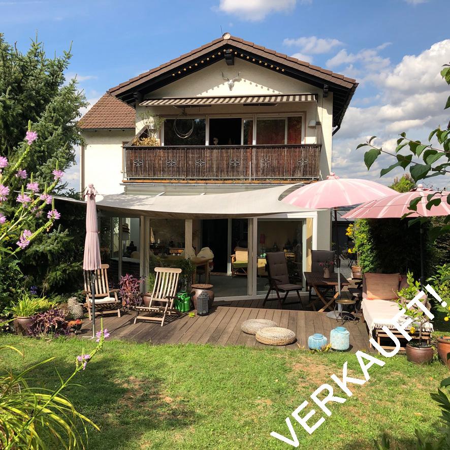 Zweifamilienhaus auf großzügigem Grundstück in Bad Vilbel!